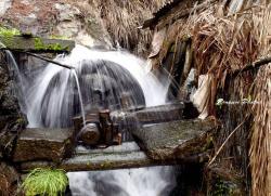 铜源峡景区特色---天生一碓